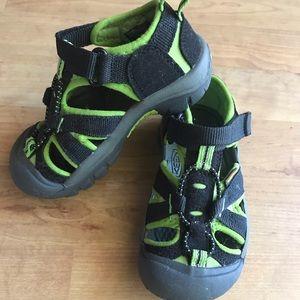 Keen black green Newport H2 toddler 10 EUC